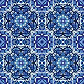 A textura da telha de decoração imprime padrão oriental de mosaico com arabescos de ornamento azul. desenho geométrico de cerâmica azul e branca