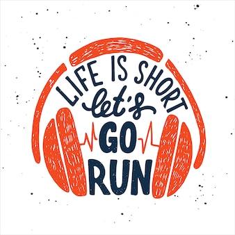 A vida é curta, vamos correr com fones de ouvido. lettering