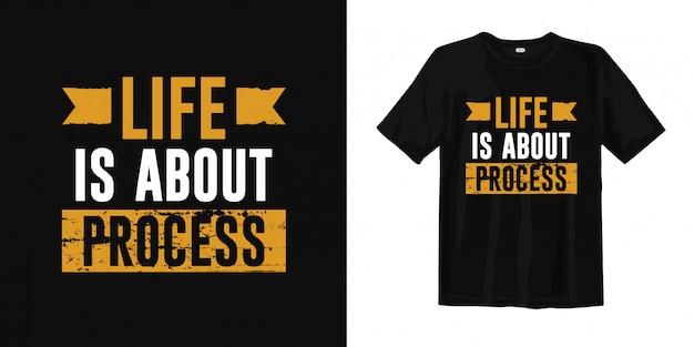 A vida é sobre processo. palavras inspiradas camiseta design