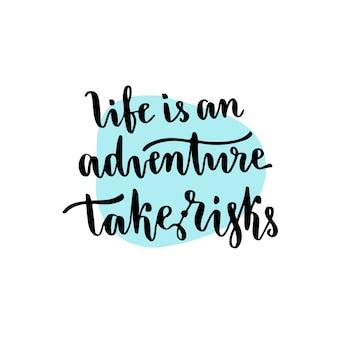 A vida é uma aventura, assume riscos - frase caligrafica escrita à mão. citação motivacional inspiradora