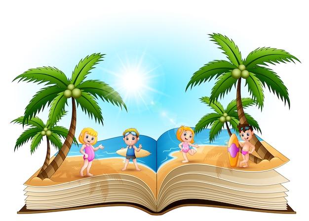 Abra o livro com crianças felizes dos desenhos animados na praia