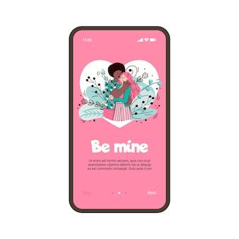 Abraçando casal apaixonado na tela do smartphone para relacionamento virtual e aplicativo de namoro online