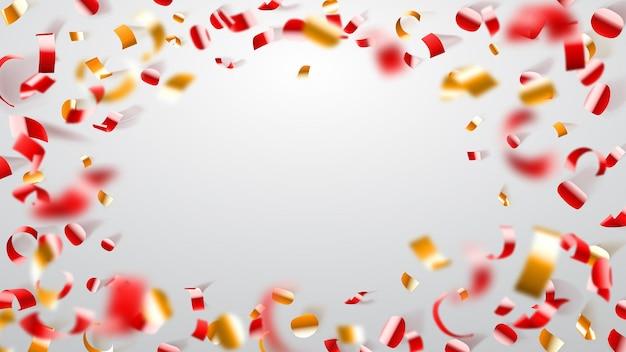 Abstrato de voar confete brilhante e pedaços de serpentina, dourado e vermelho sobre branco