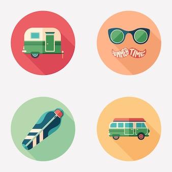 Acampamento de verão e passear plana rodada ícone conjunto.