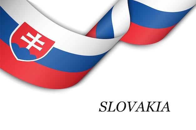 Acenando a fita com a bandeira da eslováquia.