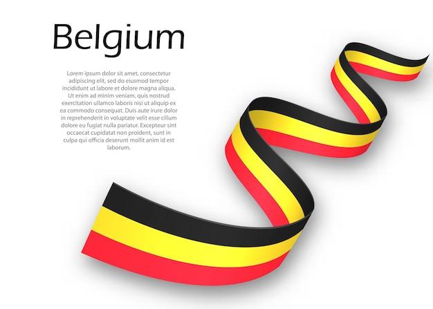 Acenando a fita ou banner com a bandeira da bélgica. modelo para design de pôster do dia da independência