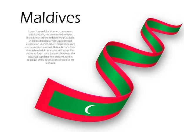 Acenando a fita ou banner com a bandeira das maldivas. modelo para design de pôster do dia da independência
