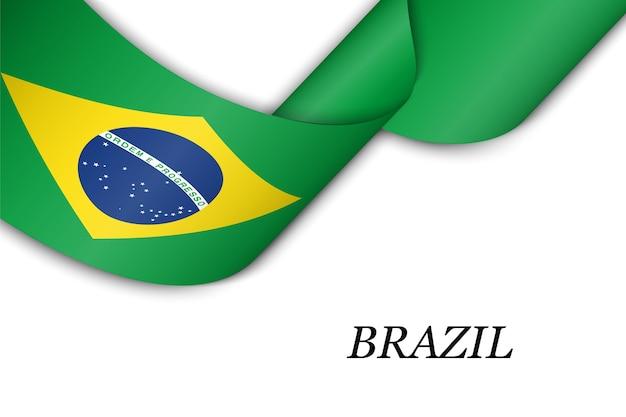 Acenando a fita ou banner com a bandeira do brasil.