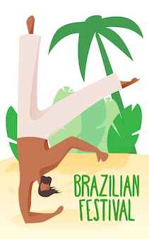 Acrobata de homem na praia em palmeiras de fundo.
