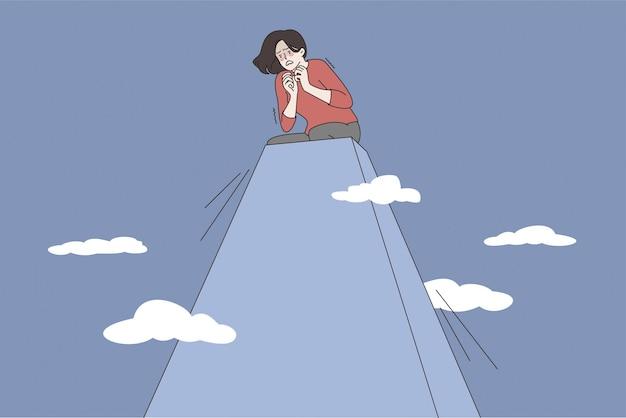 Acrofobia e conceito de medo de altura. jovem mulher estressada, personagem de desenho animado sentada no pico da colina, sentindo pânico da altura.