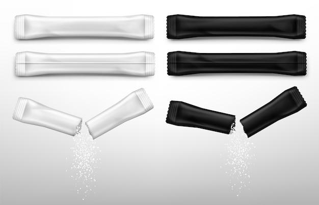 Açúcar em palitos para café em embalagens brancas e pretas.