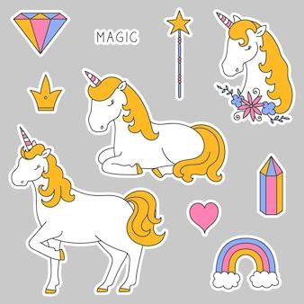 Adesivos com uma coroa de diamante com cabeça de unicórnio e coração com arco-íris de unicórnio e varinha mágica