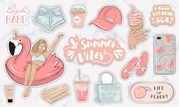 Adesivos de verão conjunto com objetos de moda feminina moderna e acessórios
