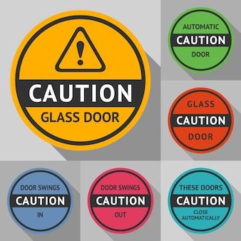 Adesivos e etiquetas na porta