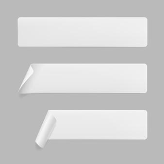 Adesivos retangulares colados brancos com cantos enrolados