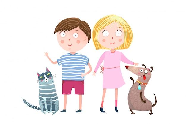 Adolescente menino e menina com cachorro e gato