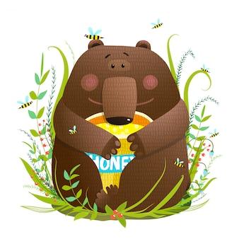 Adorável filhote de urso comendo mel doce