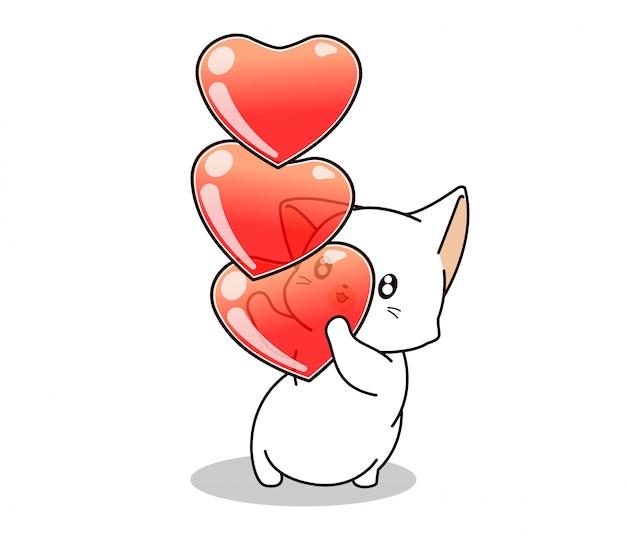 Adorável gato está segurando corações em branco