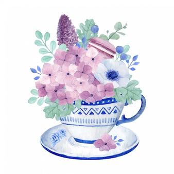 Adorável hortênsia, lilás anêmona e macaroon na xícara de chá, arranjo floral de chá de primavera