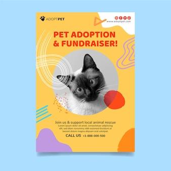 Adote um modelo vertical de panfleto para animais de estimação