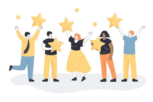 Adultos satisfeitos segurando estrelas de classificação de ouro nas mãos