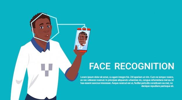 Africano americn homem esperto telefone inteligente digitalização face recognition conceito biométrico tecnologia de controle de acesso