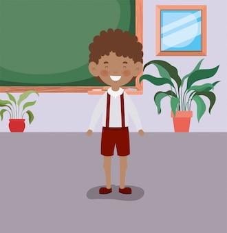 Afro menino estudante na sala de aula