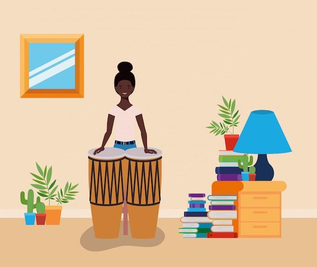 Afro mulher jogando personagem de bongos