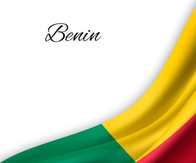 Agitando a bandeira do benin em fundo branco.