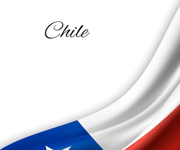 Agitando a bandeira do chile em fundo branco.