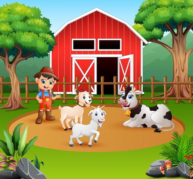 Agricultor com animais na frente de seu celeiro