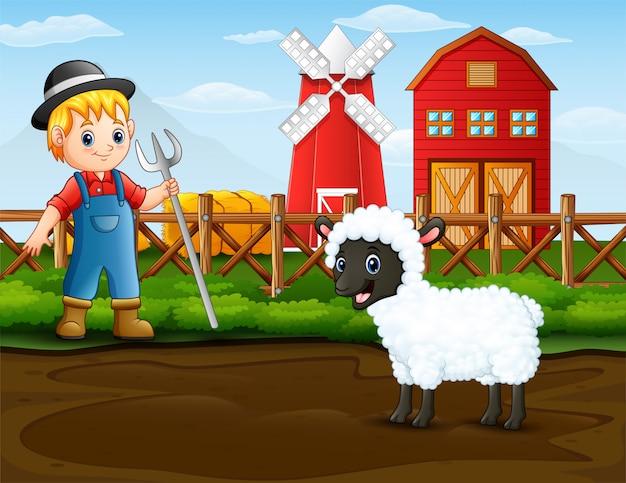 Agricultor com uma ovelha na frente de seu celeiro