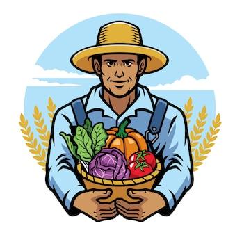 Agricultor segurando uma cesta cheia de legumes