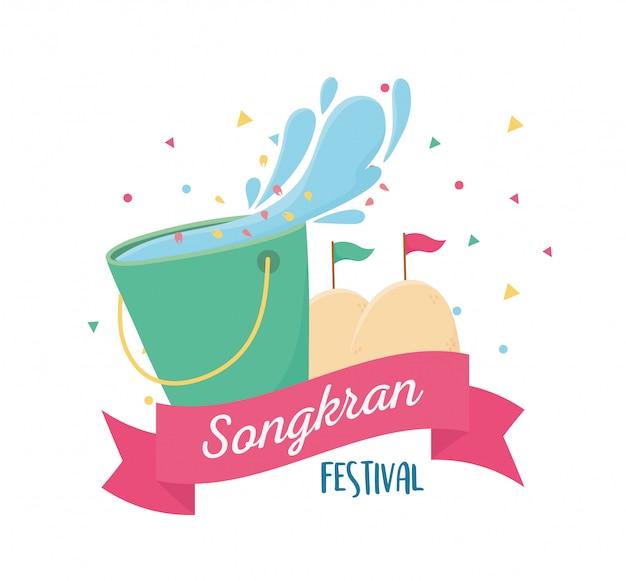 Água de balde festival songkran com bandeiras