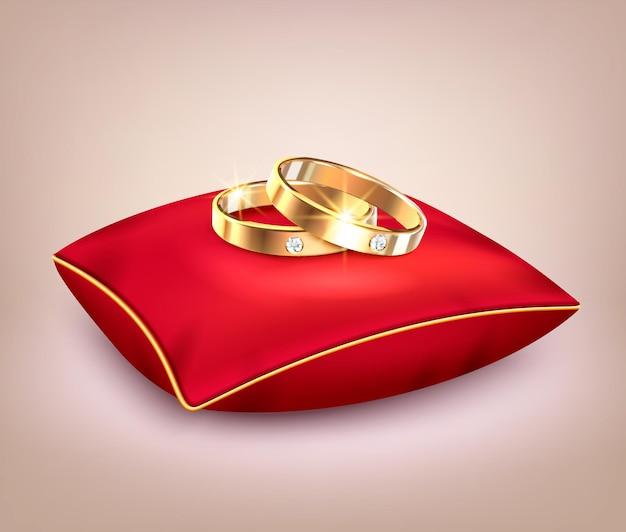 Alianças de casamento de ouro com diamantes em travesseiro cerimonial vermelho