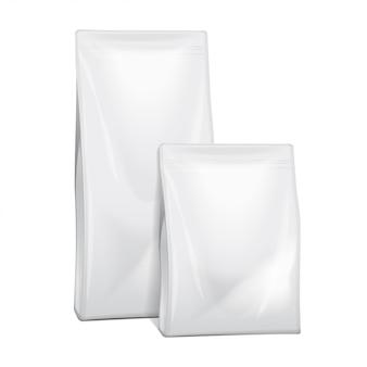 Alimento em branco de papel alumínio ou papel ou produtos químicos domésticos embalagem saco. saquinho lanche comida para animais. ilustração