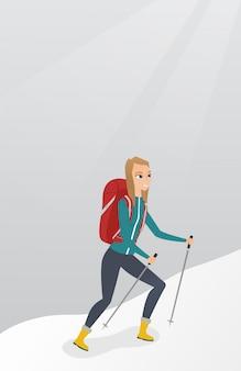 Alpinista caucasiana, escalando um cume nevado.