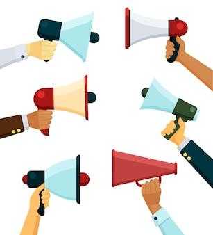 Alto-falante em mãos, locutor de mensagem promocional
