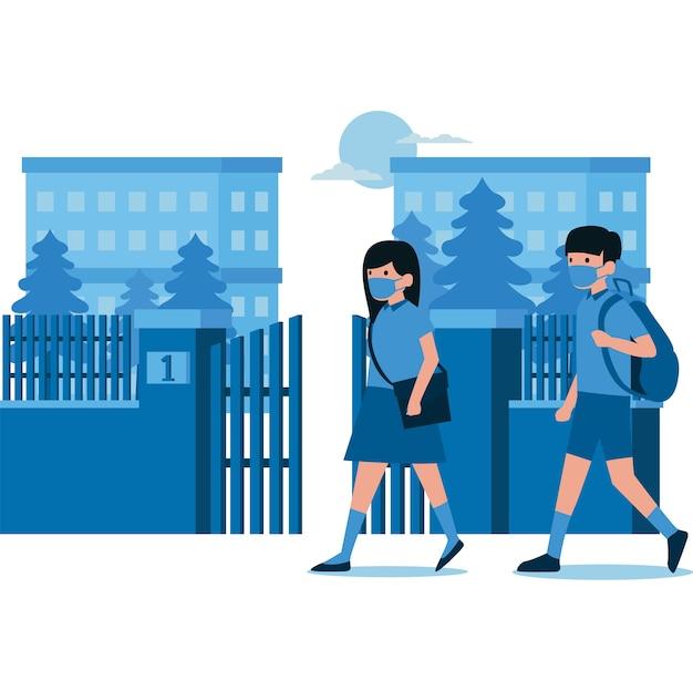 Alunos caminhando em direção à escola usando máscaras
