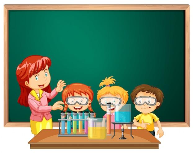 Alunos da aula de ciências