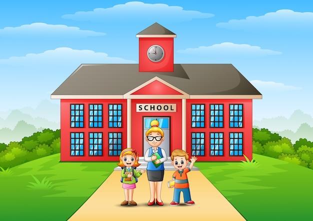 Alunos e professor em frente ao prédio da escola