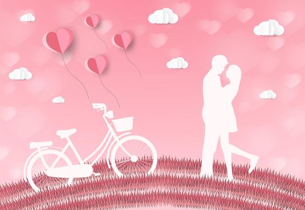 Amantes do amor e do dia dos namorados estão nos prados e um balão em formato de coração de arte