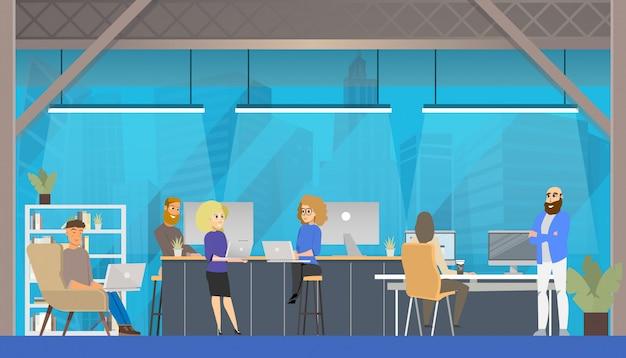 Ambiente de espaço aberto do escritório de coworking.
