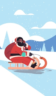Americano africano santa com máscara andando de trenó feliz ano novo, feliz natal, feriados, celebração, conceito, inverno, paisagem, fundo, vertical, vetorial, illustration