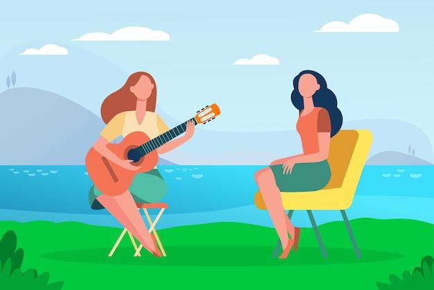 Amigas relaxantes à beira do lago. mulheres tocando violão e cantando ilustração plana ao ar livre.