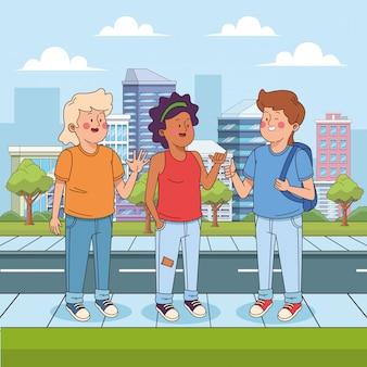 Amigos adolescentes em pé na rua