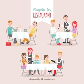 Amigos, casal e família no restaurante