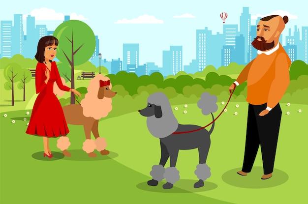 Amigos com as caniches preparadas no desenho liso do parque.