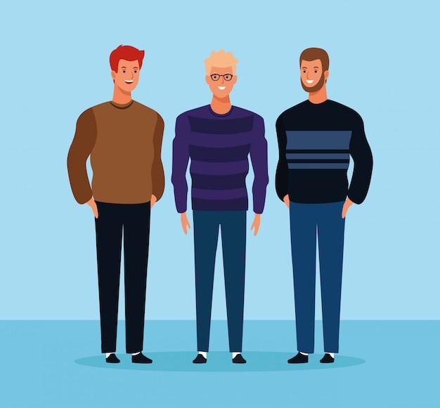 Amigos do sexo masculino em pé
