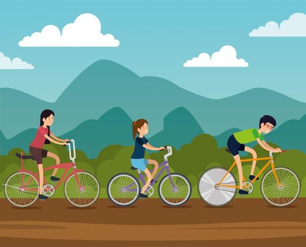 Amigos mulheres e homem andando de bicicleta